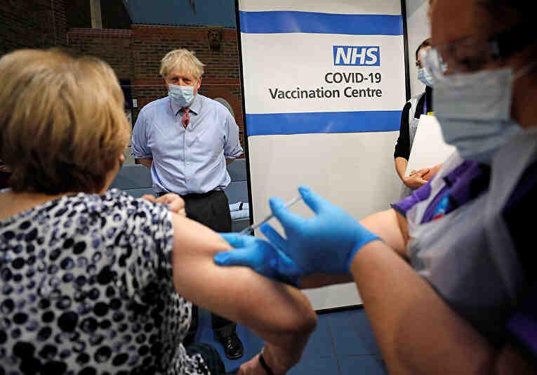 70 % от англичаните ваксинирани с две игли: Рязък спад на заразяването