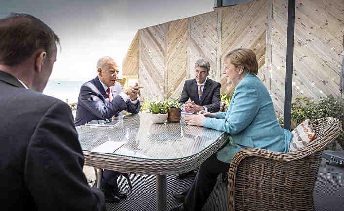 Bloomberg: Меркел унижи Байдън два пъти