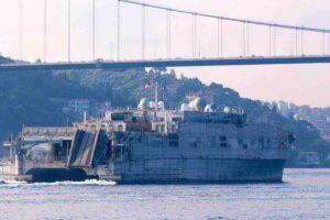 Военен кораб на САЩ се насочи към бреговете на Русия