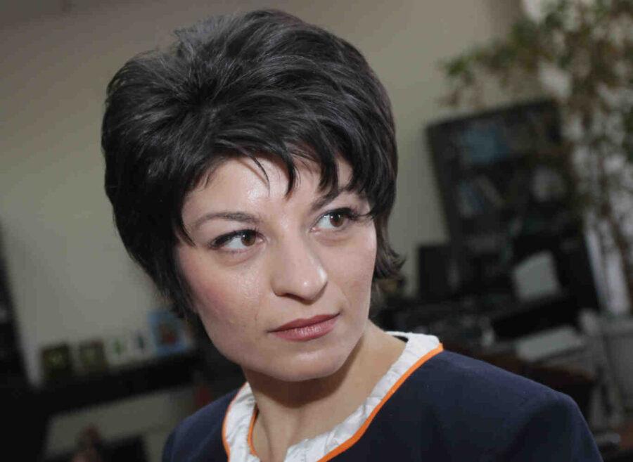 """Десислава Атанасова: Наричат ни """"рептили и боклуци"""", не искаме да имаме нищо общо с тях"""