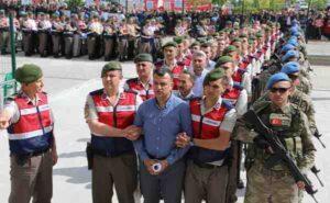 """Турският съд прати в затвора десетки """"заговорници"""""""