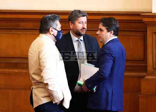 Крайнодесният Христо Иванов в защита на служебния финансов министър