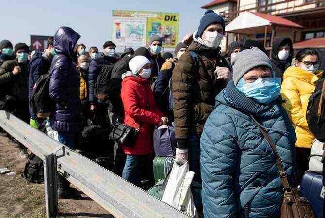 За украинците: Вместо Елисейски полета, робски труд сред буците