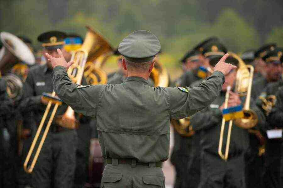 """Тъжен празник: Зависимата """"независима Украйна"""""""