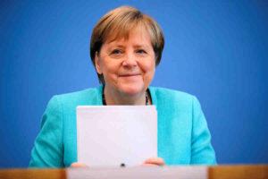 Канцлерът на Германия Ангела Меркел ще посети Русия на 20 август и два дни по-късно Украйна
