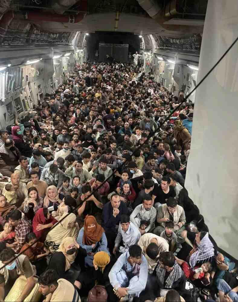 Над 100 хиляди евакуирани от Афганистан