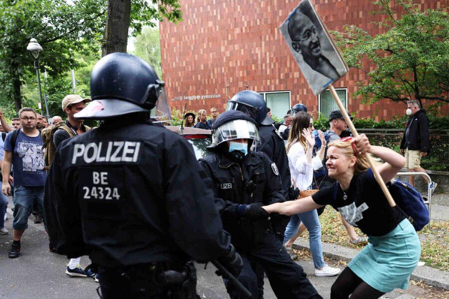Полицията задържа около 600 ковид-дисиденти в Берлин
