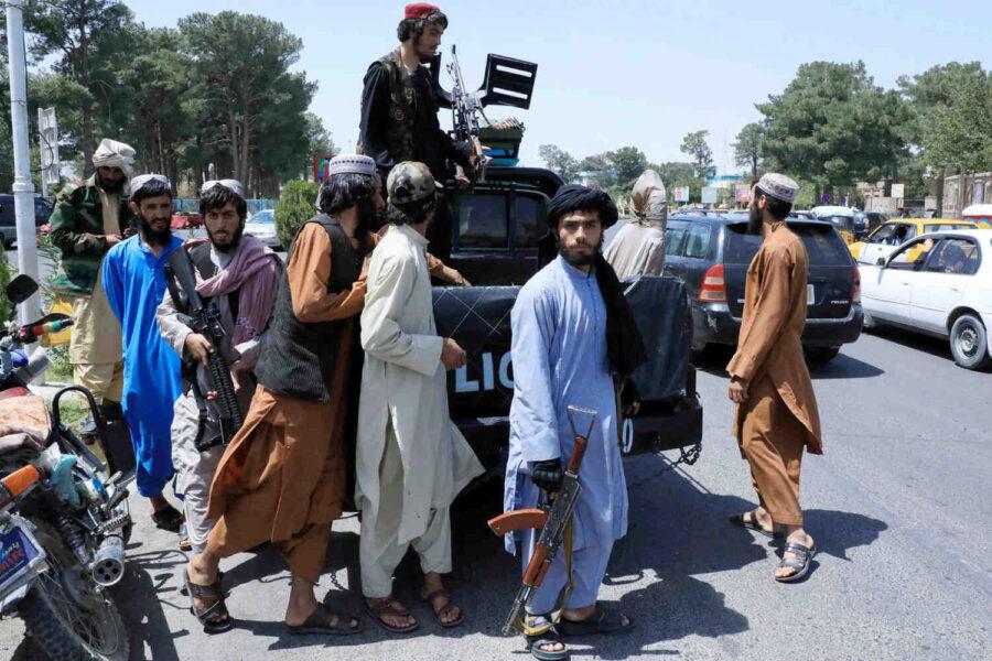 Талибаните контролират всички гранични пунктове в Афганистан