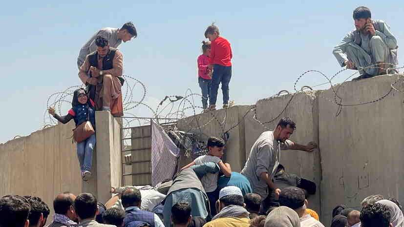 Байдън отпуска $500 млн за бежанците от Афганистан