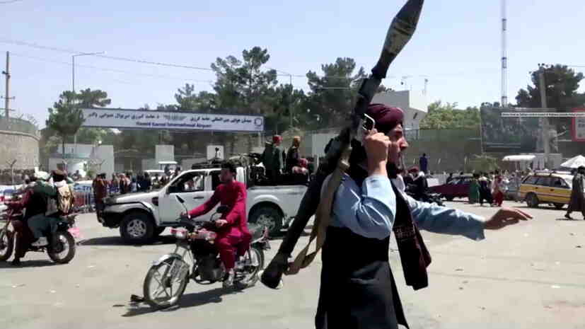 Талибаните унищожиха статуята на лидера на афганистанските шиити Абдул Али Мазари