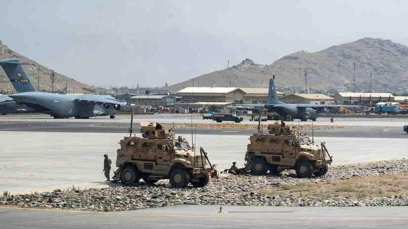 САЩ обсъждат с талибаните бъдещия контрол над летището в Кабул