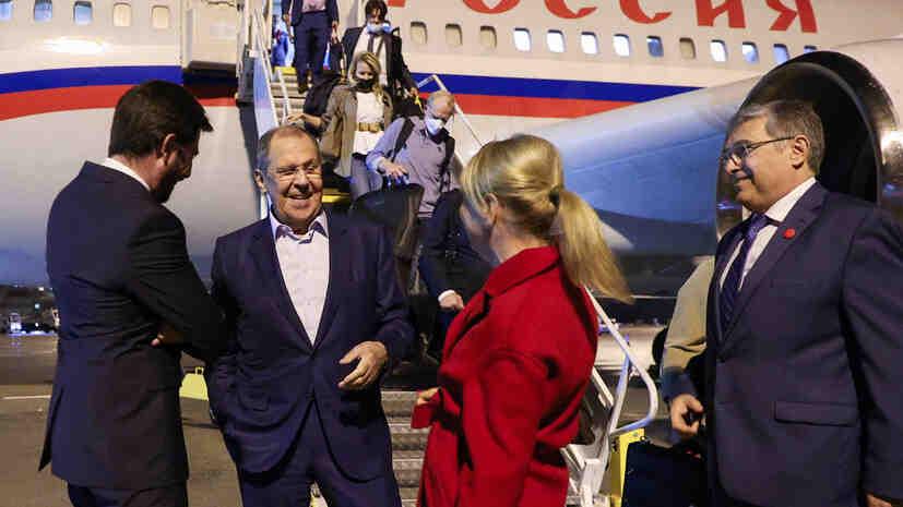 Лавров пристигна на работна визита в Унгария