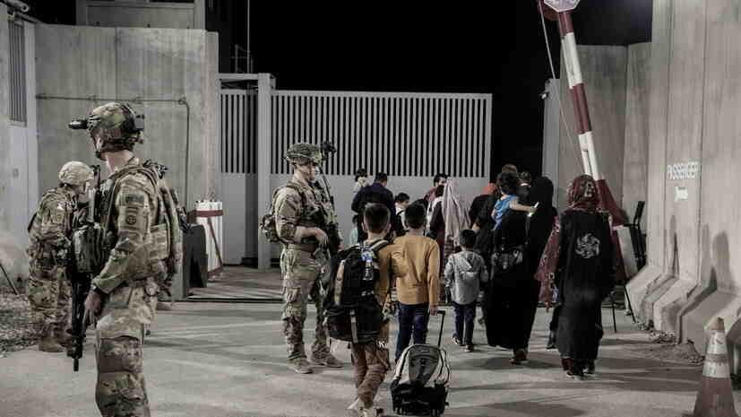 Американското посолство призовава гражданите на САЩ да напуснат летището в Кабул