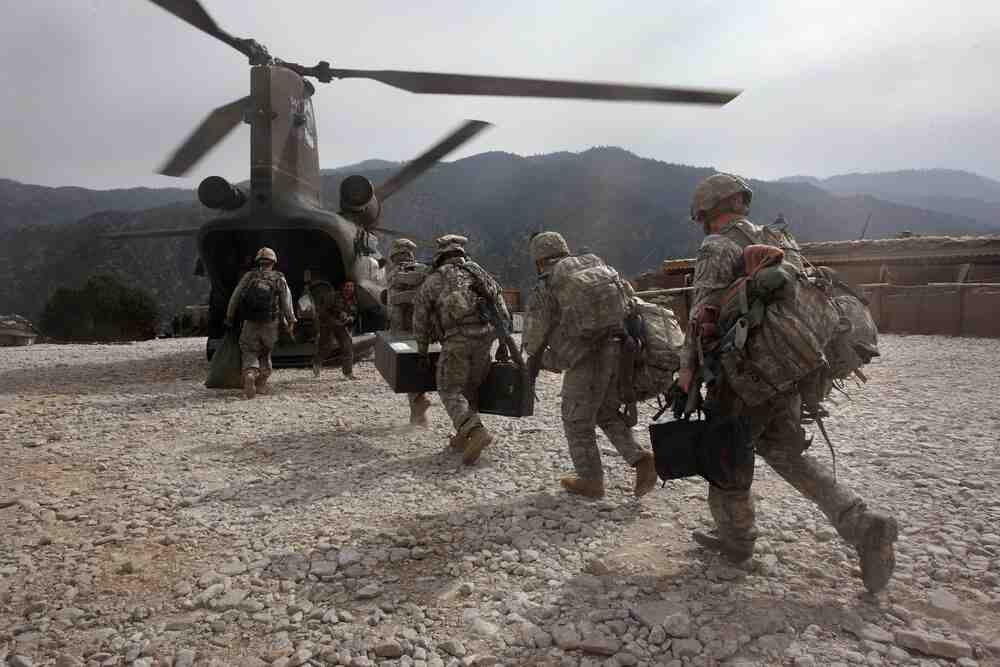 Пентагонът: САЩ евакуираха няколко стотин човека от Афганистан