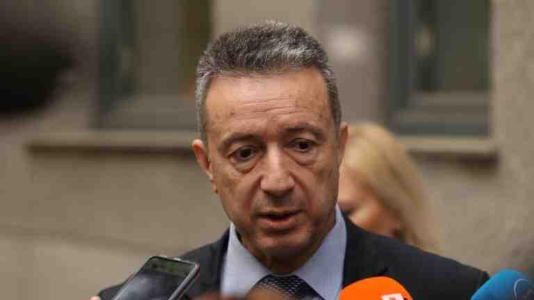 """Кабинетът иска тълкувателно решение от КС за отстраняването на """"тримата големи"""" в съдебната власт"""