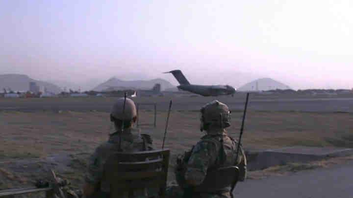 С тайни операции ЦРУ евакуира американци от Афганистан