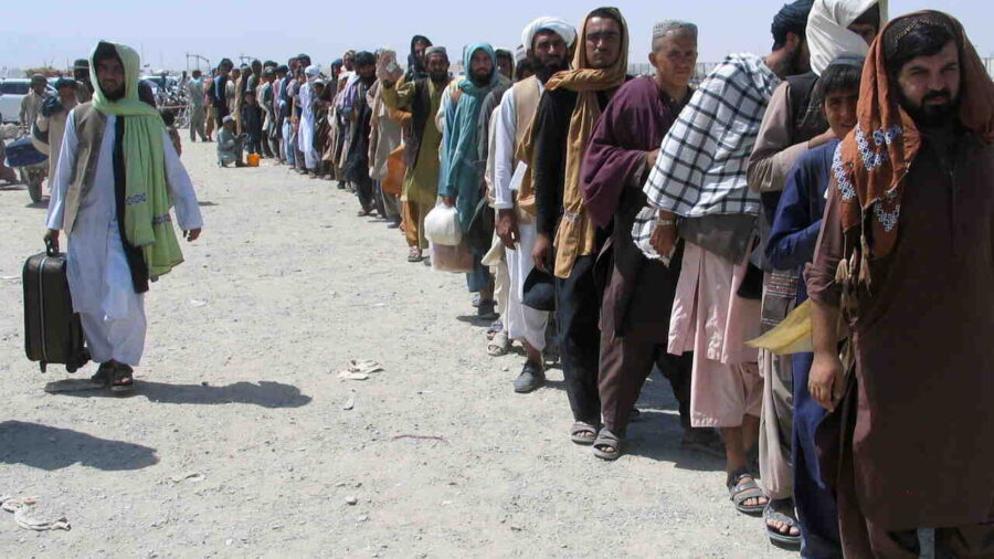 ЕС финансира съседни на Афганистан страни за бежанците: Възможностите на Европа имат предел