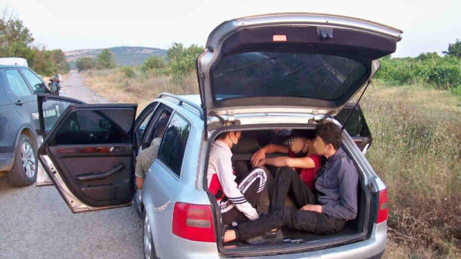 Заловиха 28 мигранти от Афганистан в Ихтиман