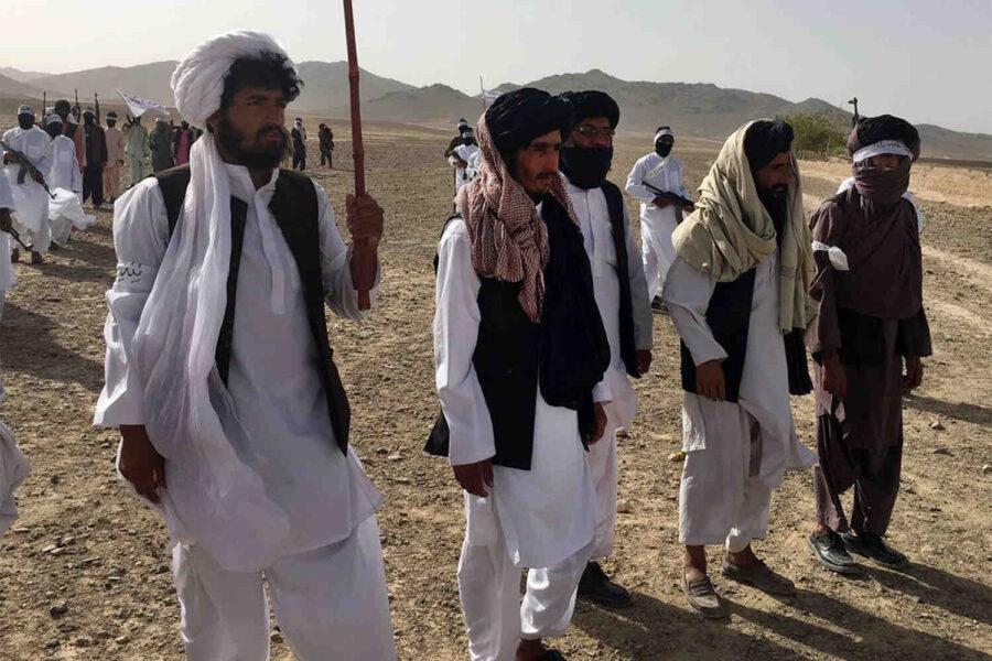 """Разгром в Афганистан: Стотици войници се предадоха на """"Талибаните"""" в северната провинция Кундуз"""
