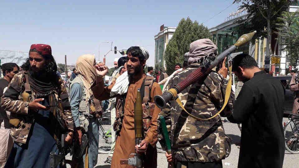"""""""Талибаните"""": Войната в Афганистан приключи"""
