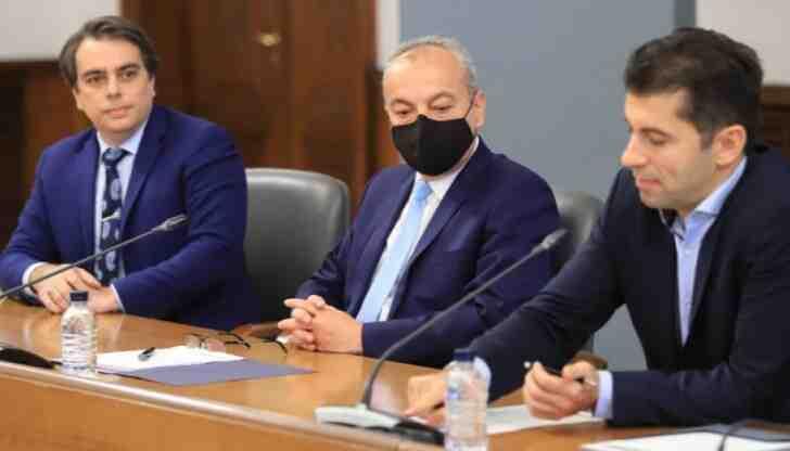 Петков и Василев: Няма да говорим за политически проекти, докато сме служебни министри