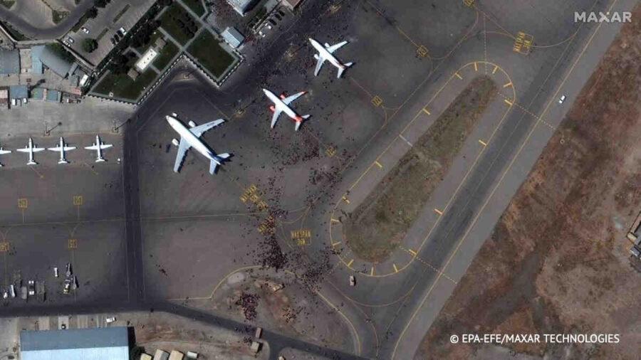 Reuters: Пет ракети бяха изстреляни по международното летище в Кабул