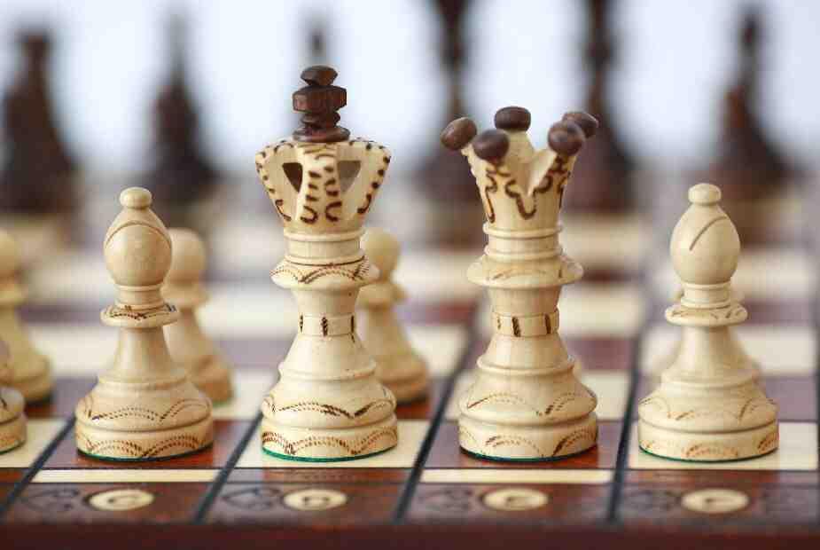 Русия, Западът и пешките на великата шахматна дъска