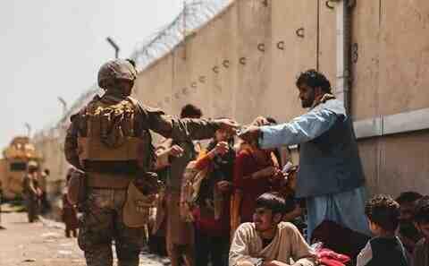 СМИ: Ще успее ли победеният Запад за възстанови мира в Афганистан?