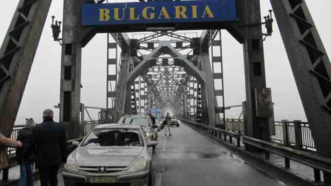 """Протест на превозвачи блокира """"Дунав мост"""""""