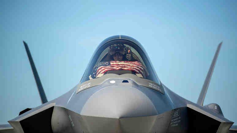 Bloomberg: F-35 безнадеждно изостана от руските и китайски средства за ПВО