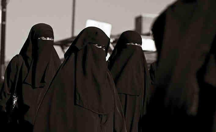 Express: Британските специални сили се престорили на жени и избягали от талибаните