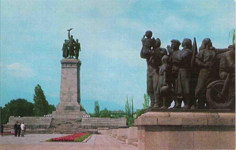 На 7 септември 1954 е открит Паметникът на Съветската армия в София