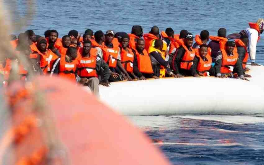 Великобритания ще връща лодки с мигранти