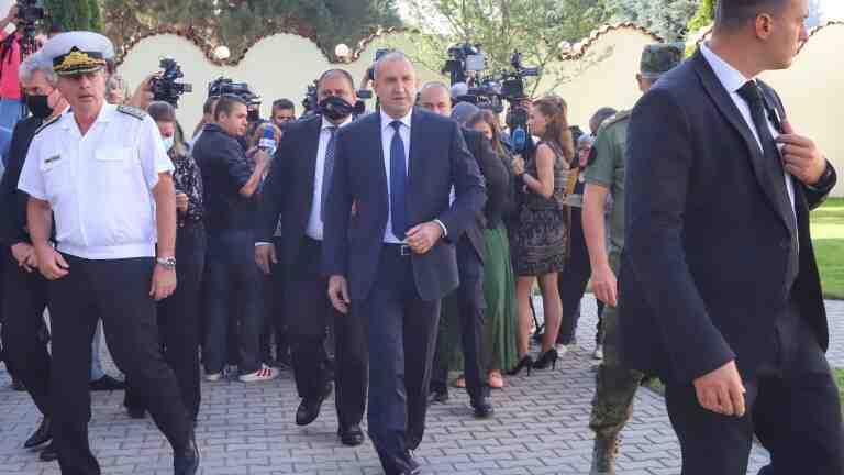 Румен Радев уклончив дали ще забави мандата
