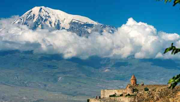 """""""Призовават Армения към антитурски алианс, но тя изпраща """"положителни сигнали"""" към Ердоган"""""""