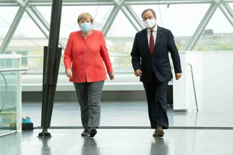 Меркел предупреди от ляв завой в Германия