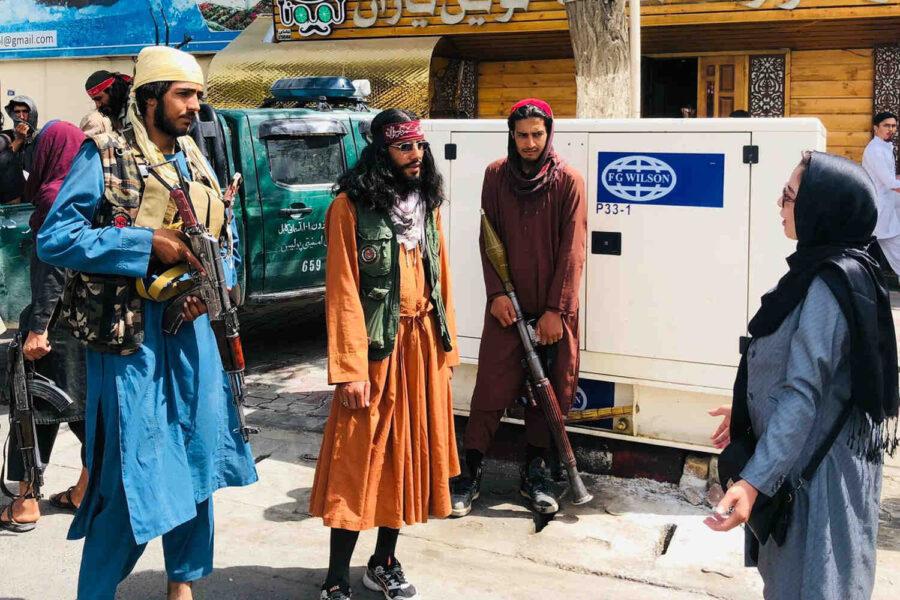NBC: Талибаните предотвратиха още един терористичен акт на летището в Кабул