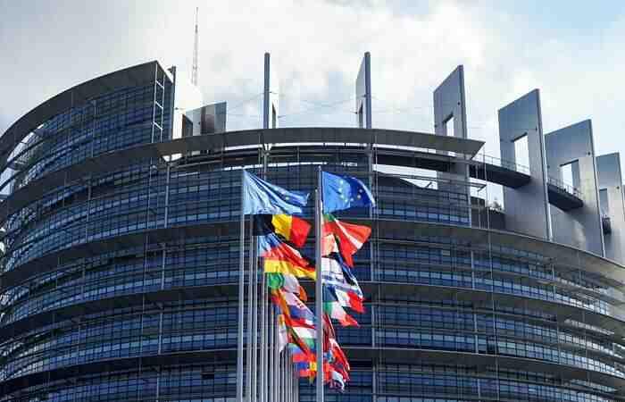 Москва се присмя на доклада на ЕС за сдържането на Русия
