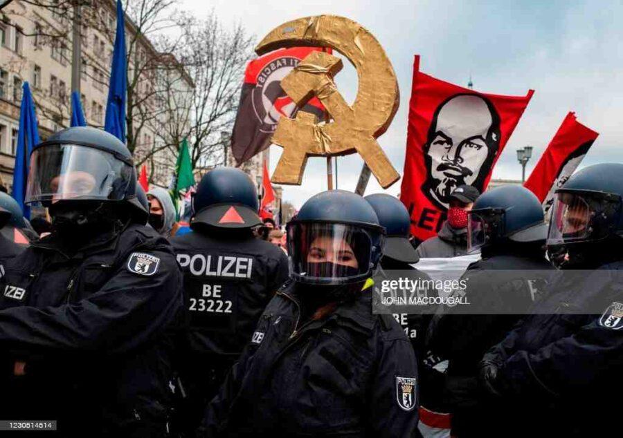 Завой наляво в Германия, изплашени милионери бягат в Швейцария