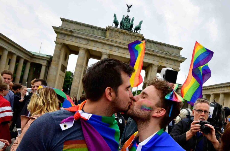 ЕС с резолюция за признаване еднополовите бракове и партньорства в целия ЕС