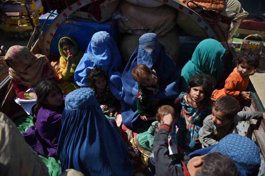 Пакистан отказа да приеме бежанци от Афганистан