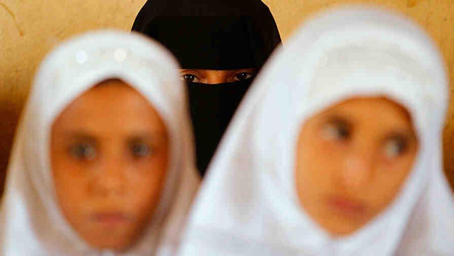 Талибаните задължиха студентките да носят никаби
