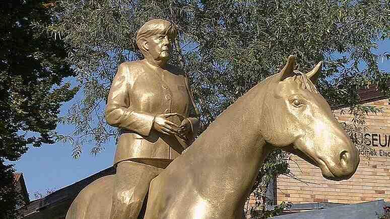 """Увековечиха Меркел на кон, защото била """"икона"""""""