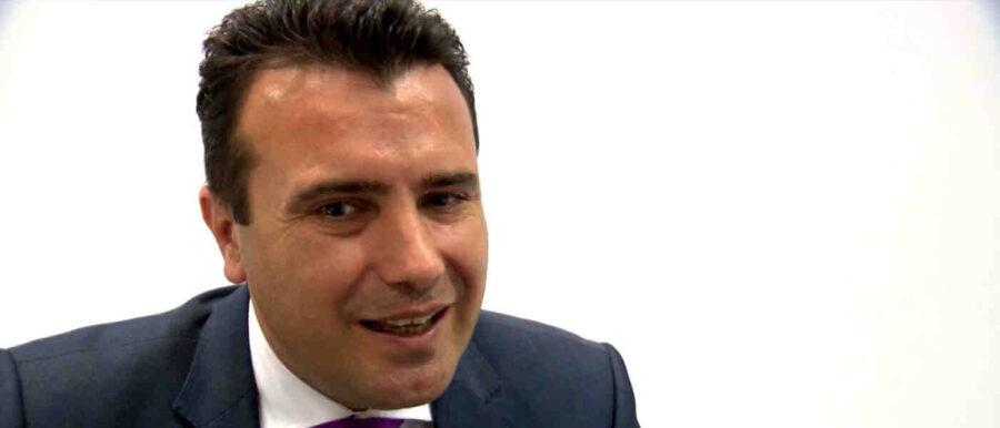 Заев: Македонското знаме се развя пред централата на НАТО, гърдите се изпълниха с радост, България да докаже, че споделя западните ценности!