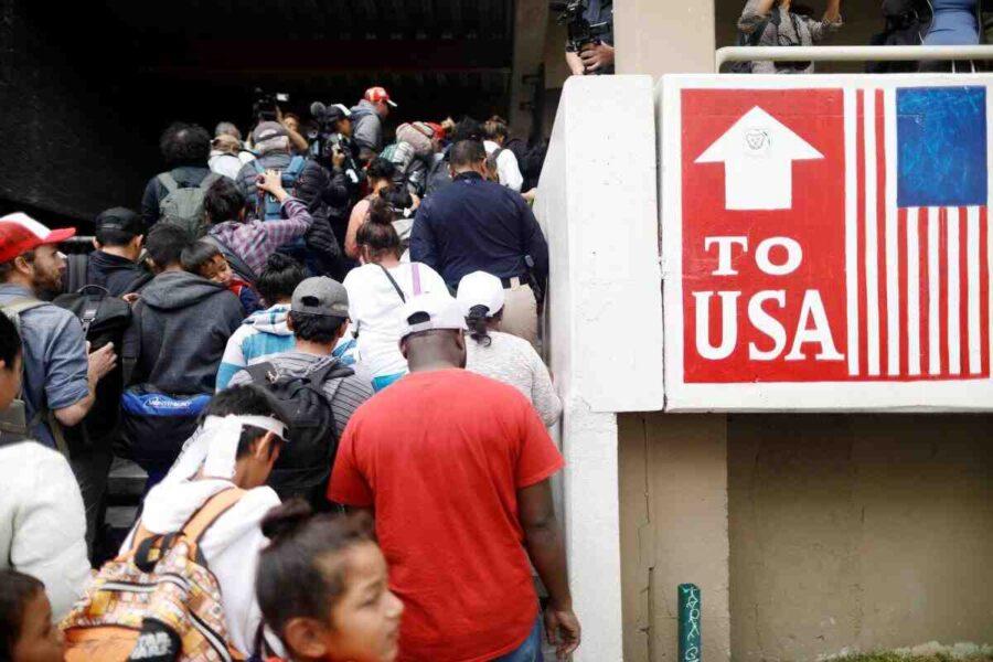Главата на профсъюза на граничарите в САЩ: Мигрантите нарушават законите ни, а ние ги поощряваме