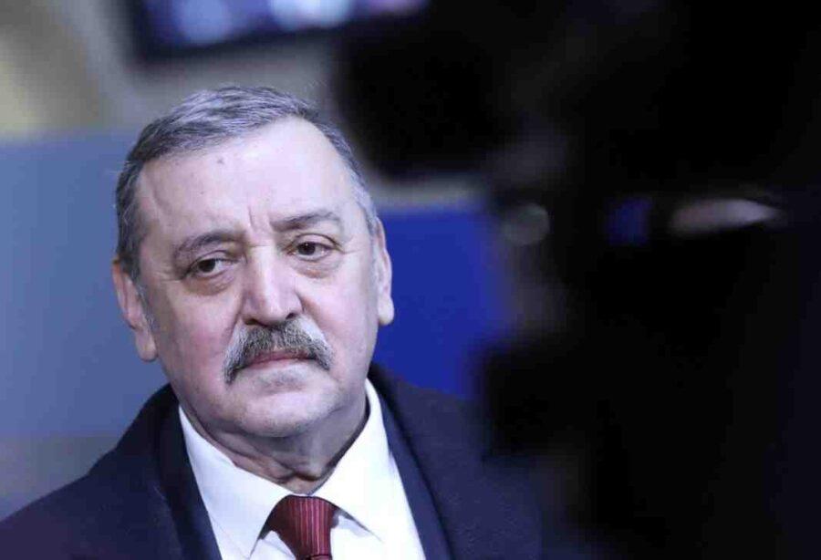 Проф. Кантарджиев: Министър Кацаров трябва да понесе отговорността си за смъртните случаи
