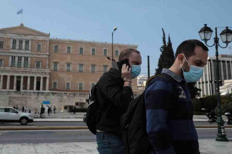 Академичната учебна година в Гърция с маски, сертификати и отрицателни тестове
