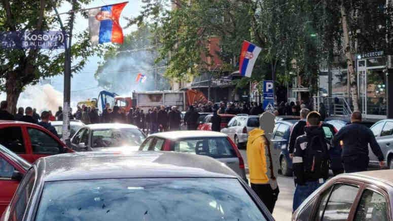 Сирени бият тревога: Косовската полиция използва шокови гранати и сълзотворен газ